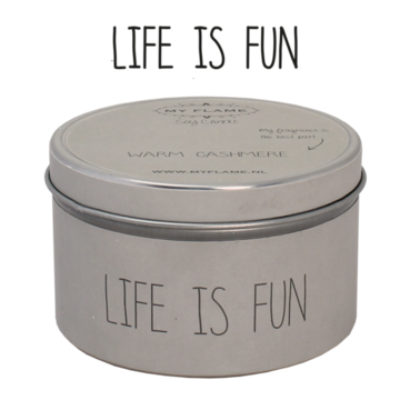 Sojakaars in blik Zand-Life is Fun- Geur Warm Cashmere