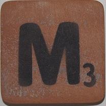 Letter M 6x6cm bruin